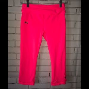 Womens Under armor sz S pink capris